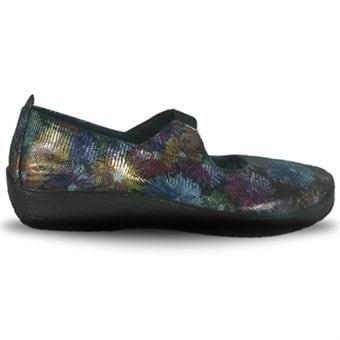 skor för breda svullna fötter